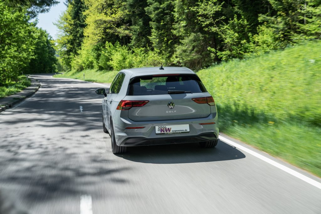 Namn:  low_VW_Golf_8_KW_Variante_3_Fahraufnahme_05-1024x682.jpg Visningar: 435 Storlek:  128.6 KB
