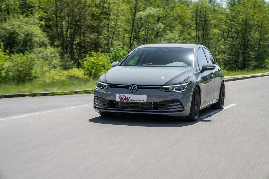 Namn:  low_VW_Golf_8_KW_Variante_3_Fahraufnahme_02-1024x682.jpg Visningar: 457 Storlek:  111.1 KB